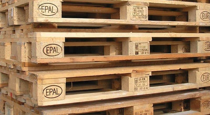 Come utilizzare i pallet per arredare la piattaia for Bancali legno per arredare