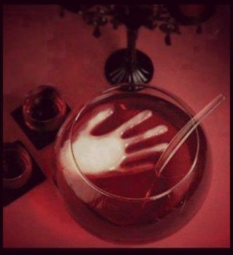 mano di ghiaccio per festa di halloween