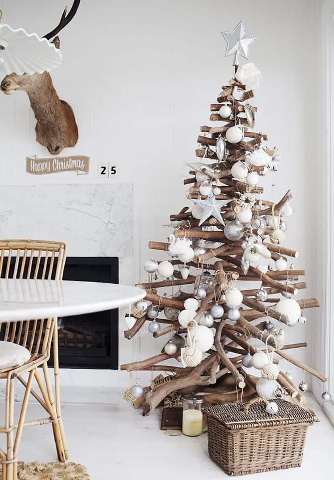 albero di natale con tronchi
