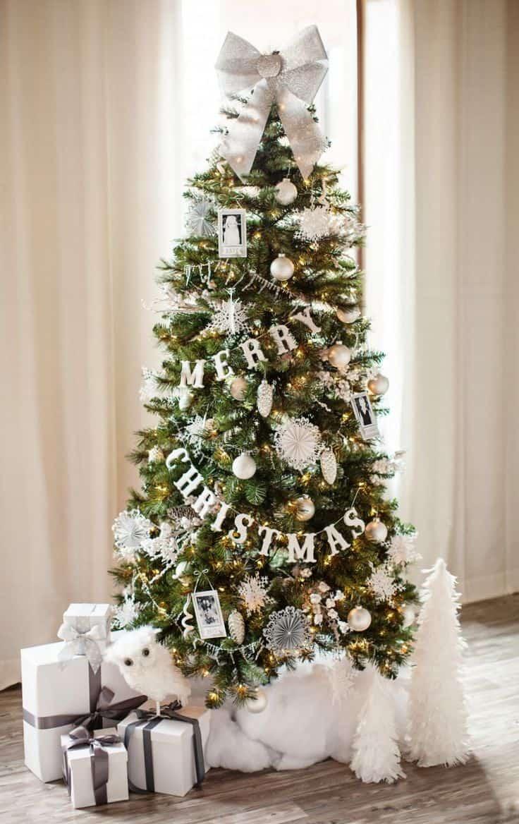 ALBERO DI NATALE CON DECORAZIONI BIANCHE CHRISTMAS TREE WHITE