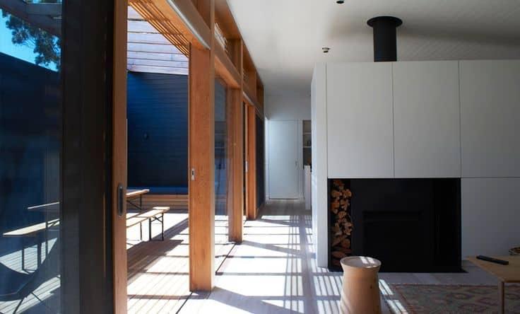 appartamento moderno con tavolo pieghevole