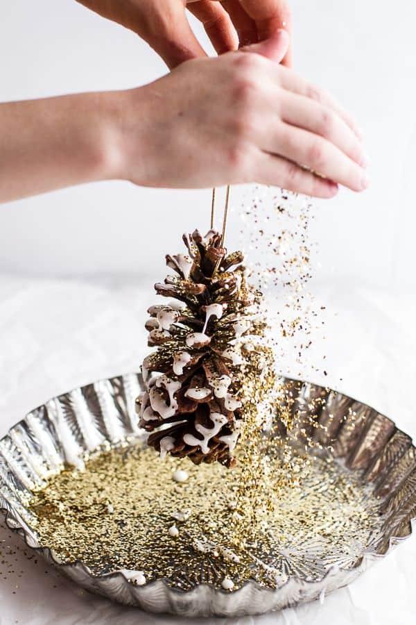 decorazioni albero di natale con pigna brillantini e glitter