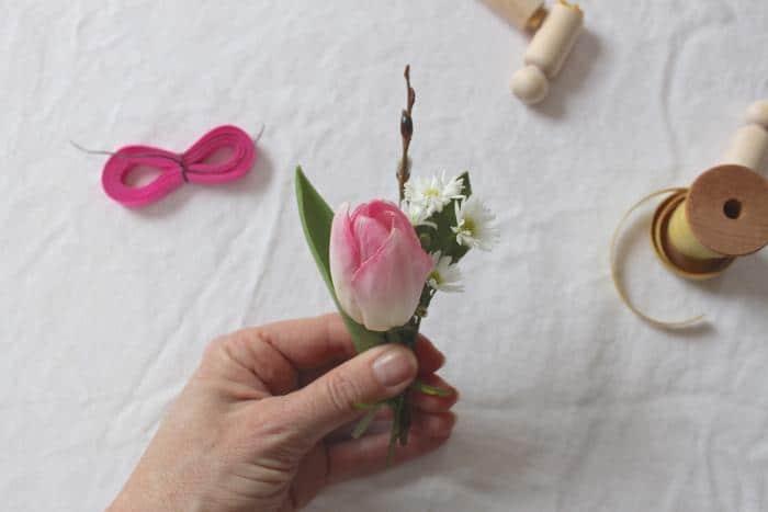7 pasqua idee con fiori per decorare casa vasetti con le uova