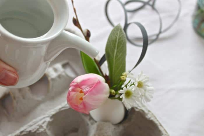 8 idee per decorare la casa per pasqua vasi con uova