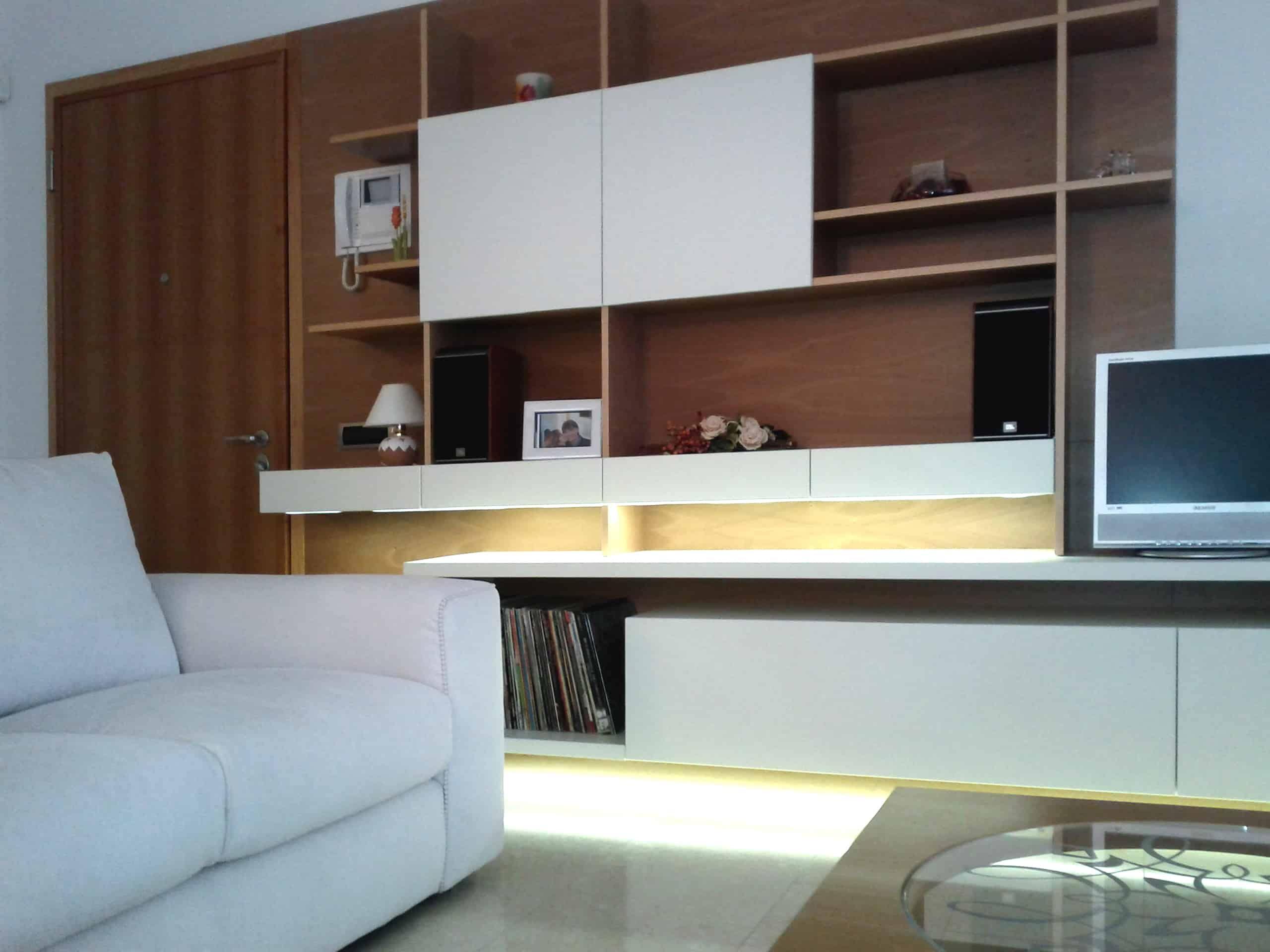 Lampadari per salone moderno idee creative di interni e for Mobili salone moderno