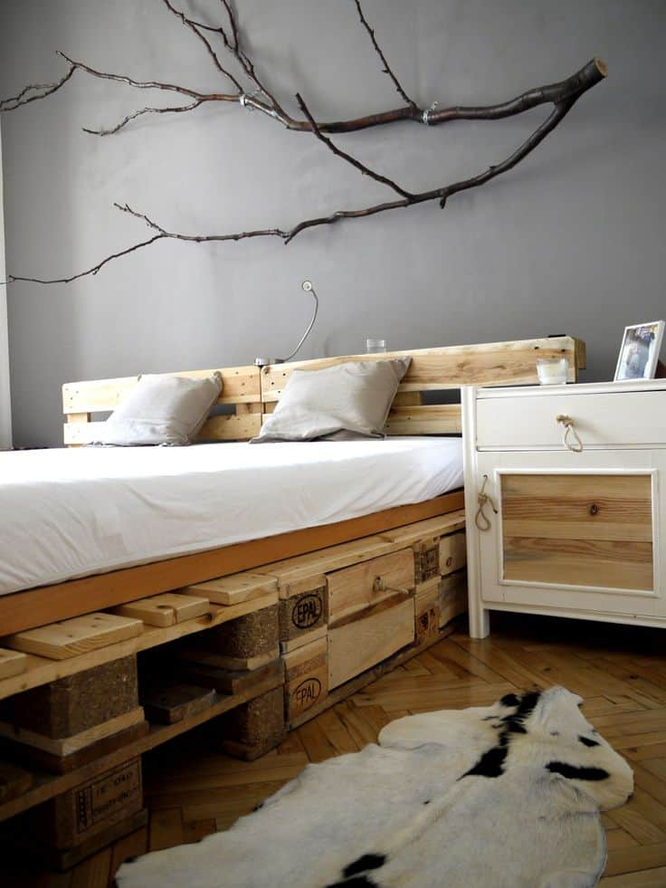 pallet mania il letto fai da te di bancali che ti far sognare. Black Bedroom Furniture Sets. Home Design Ideas