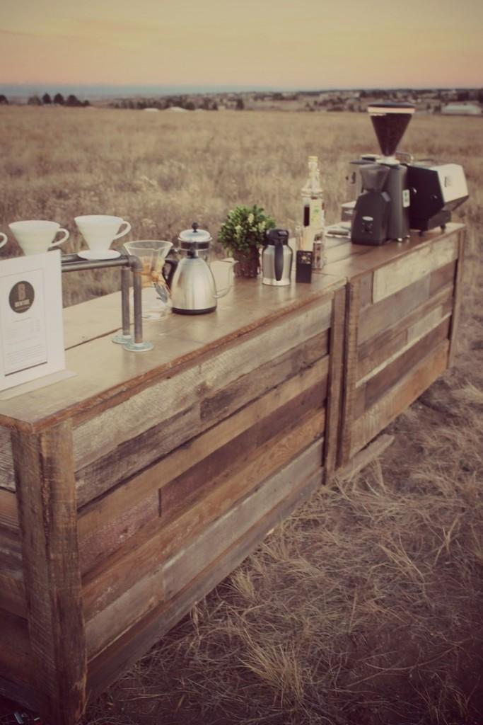 buffet caffè e dolci per matrimonio rustico con pallet