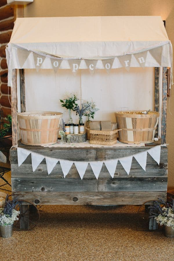corner buffet matrimonio all'aperto chic country