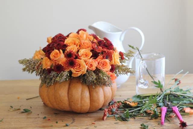 Tutorial d 39 autunno zucca porta fiori centrotavola - Centrotavola natalizi con fiori finti ...