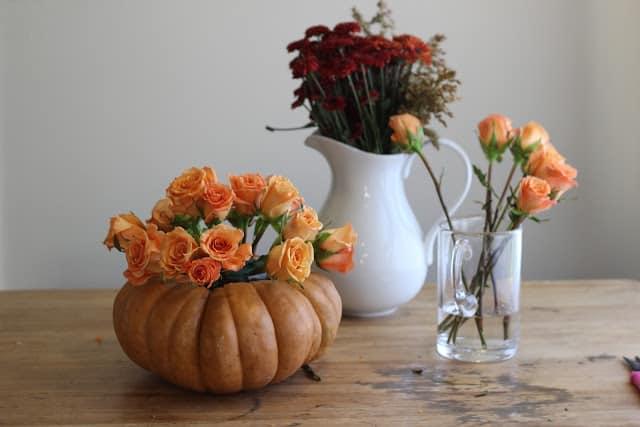 Tutorial d 39 autunno zucca porta fiori centrotavola for Bordi per aiuole fai da te