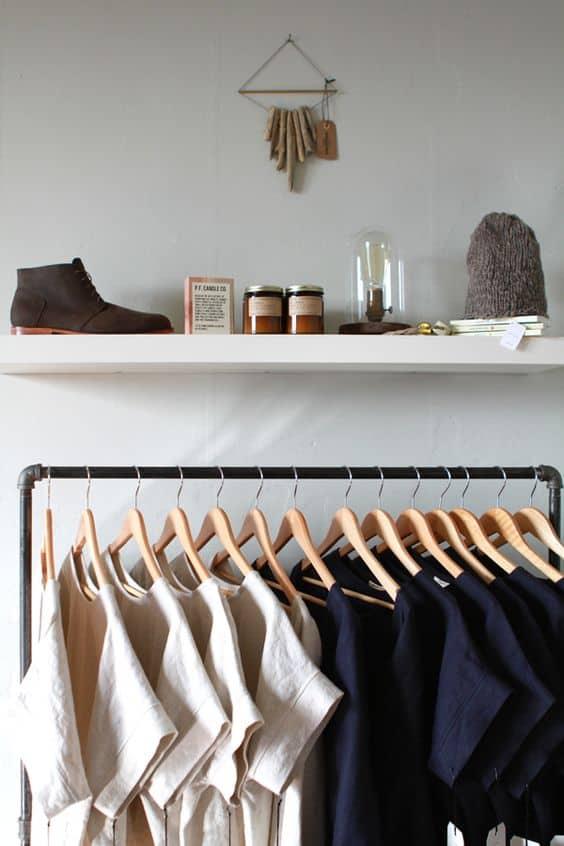 cabina armadio con stender abiti a vista organizzare i vestiti appesi