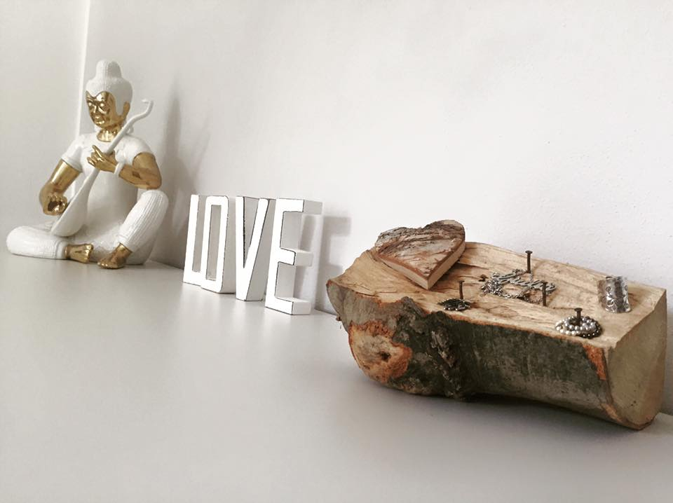 Passione fai da te realizzare tavolino shabby chic for Oggetti in legno fai da te