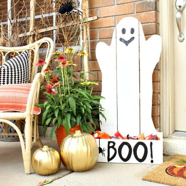 Fantasma Halloween fai da te con i pallet