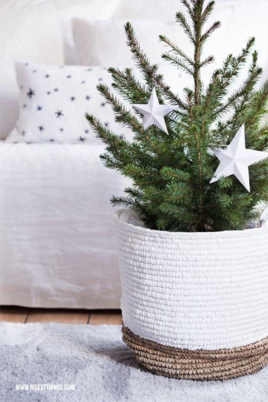 5 idee per un albero di natale a prova di gatto. Black Bedroom Furniture Sets. Home Design Ideas