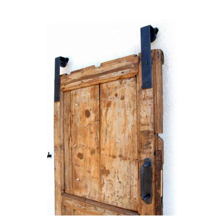 Barn doors e una casa in stile industriale by tuttoferramenta - Binario per porta scorrevole ...