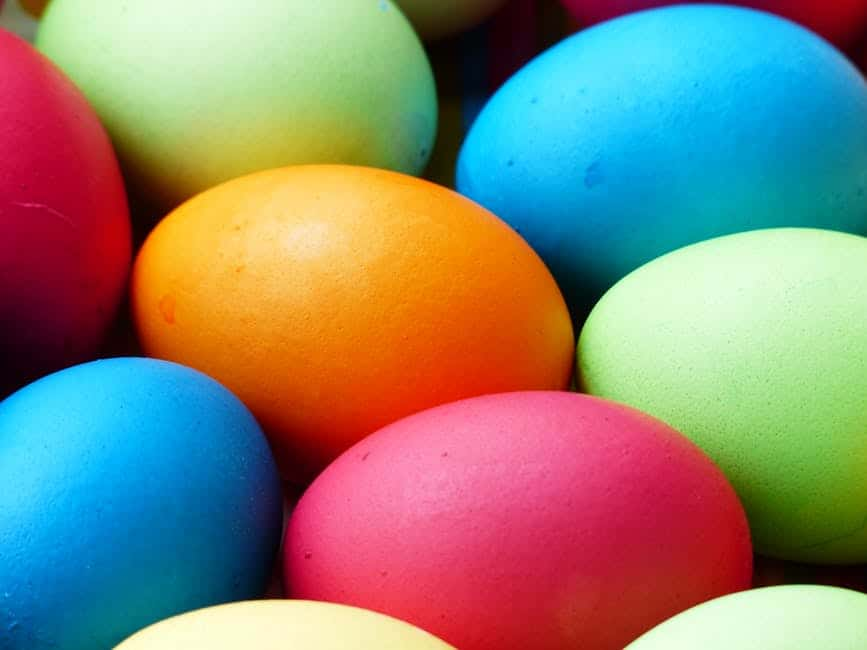 uova di pasqua colorate, uova segnaposto Pasqua