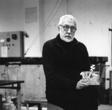 """Andrea Branzi  """"Nel 1975 è cofondatore dello studio di ricerca per il design CDM. Apre il proprio studio nel 1982 svolgendo attività di ricerca per aziende come Memphis e Vitra"""""""